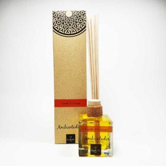 O ambientador mikado da Saboaria Coutinho, com aroma a Canela & Laranja, transmite tranquilidade, harmonia e serenidade.