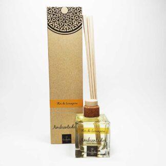 O ambientador mikado da Saboaria Coutinho, com aroma a Flor de Laranjeira, transmite tranquilidade, harmonia e serenidade.