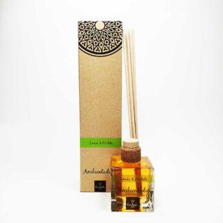 O ambientador mikado da Saboaria Coutinho, com aroma a Limão & Hortelã, transmite tranquilidade, harmonia e serenidade.