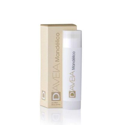 D-Aveia Mandélico Stick Labial 5gr, stick labial com Ácido Mandélico a 5%, extraído da amêndoa, que permite eliminar a descamação dos lábios e exercer uma marcada ação hidratante.