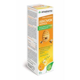 Arkovox Proporlis Spray Garganta 30ml, atua ao nível da cavidade bucal e da mucosa faríngea através de uma ação mecânica a qual consiste na formação de uma película protetora, graças à presença dos óleos naturais que compõem produto.