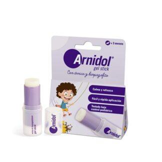 Arnidol Gel Stick 15ml, graças à sua fórmula natural à base de Arnica e Harpagófito, refresca e reconforta a pele.